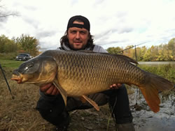 Bogdan Bucur with a 26.3 lb common caught during day 2 of the 2011 Wild Carp Fall Qualifier in Baldwinsville, NY